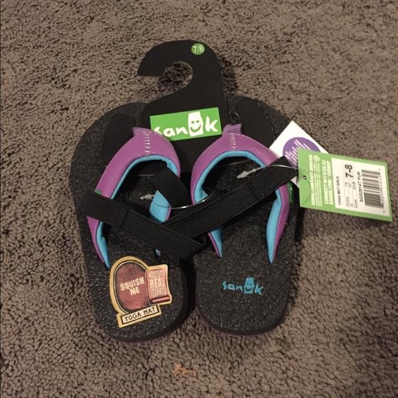 0a1ad125cf08 Sanuk Yoga Mat Girls size 7-8 flip flops purple